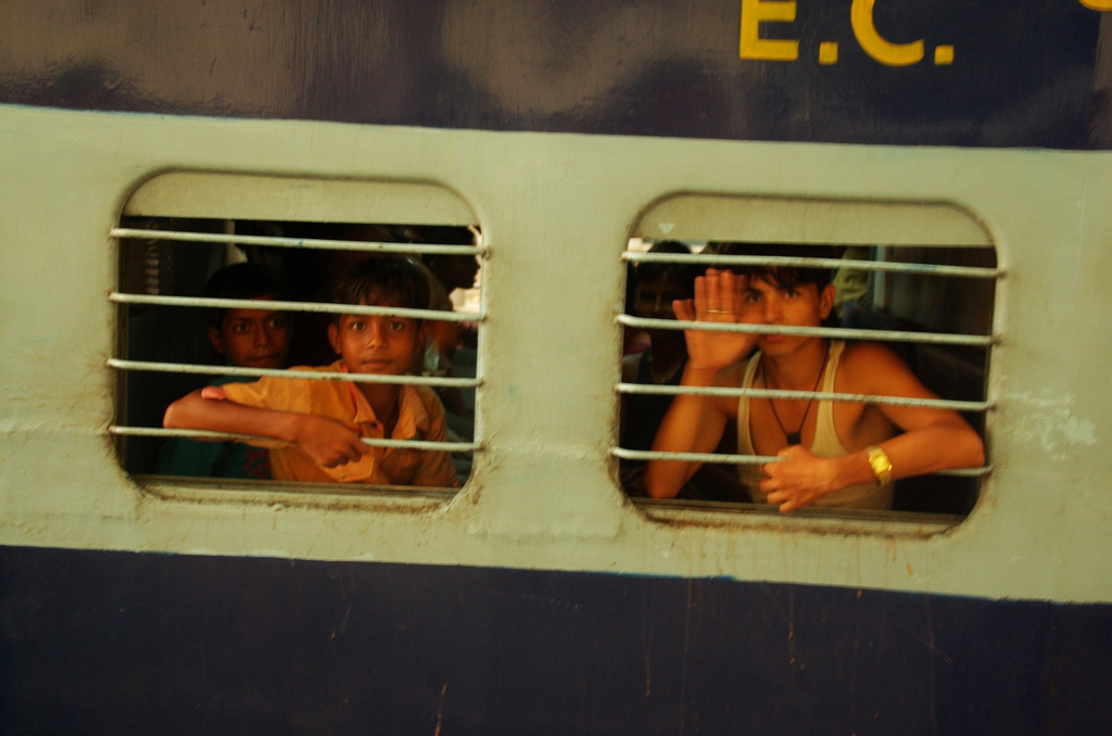 Les scènes dans les gares sont pleines de vie