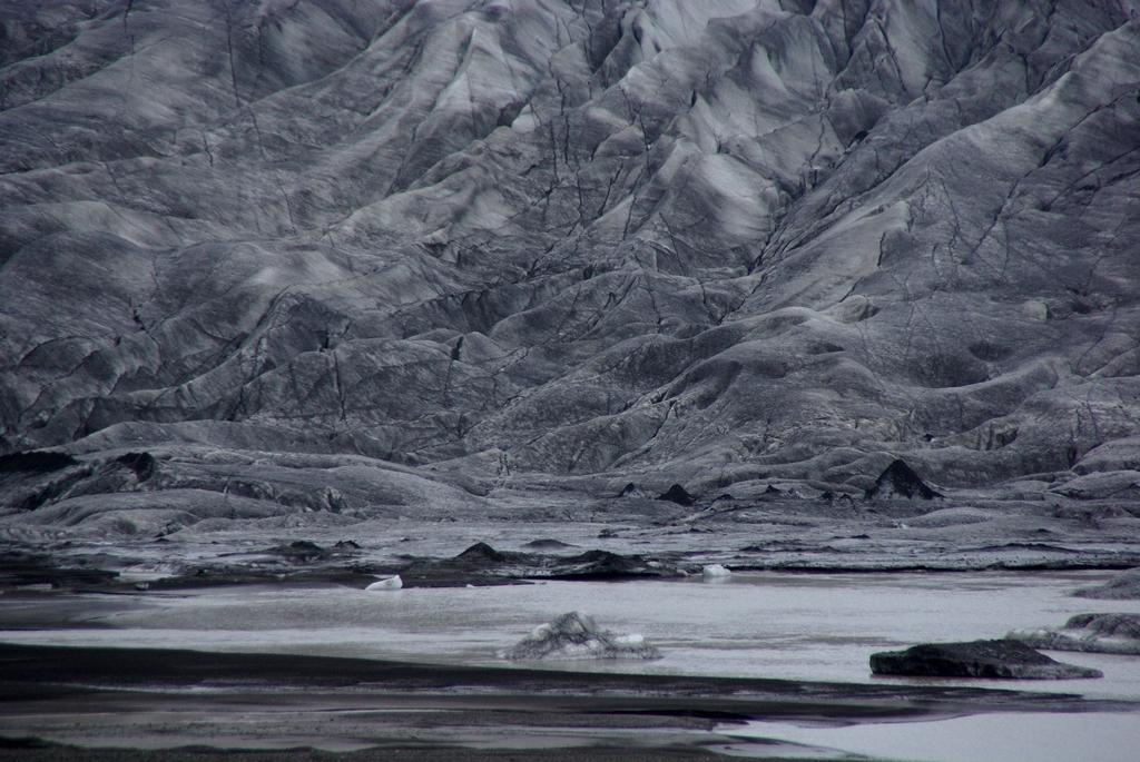 Glacier, comme dessiné au fusain