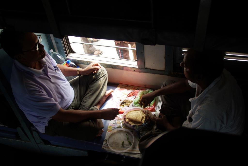 Scène de vie dans les trains couchettes