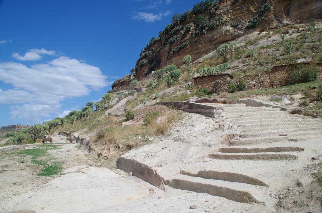 Accès avant l'ascension du monastère de Debre Damo