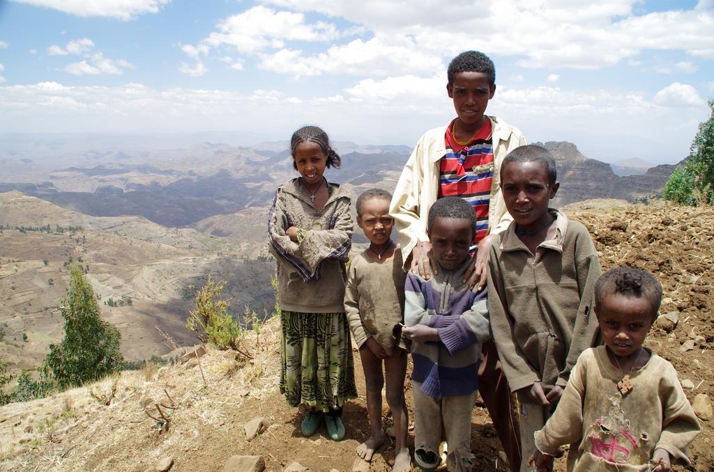 Enfants d'un village sur la route pour le Lac Tana
