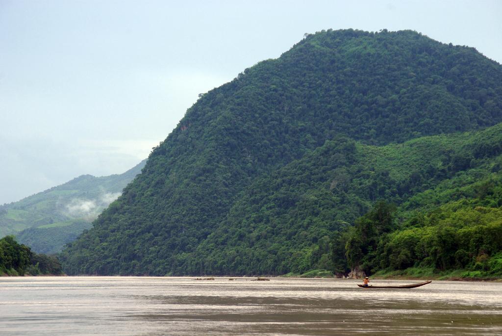 Les paysages peuvent être très vallonés, Laos