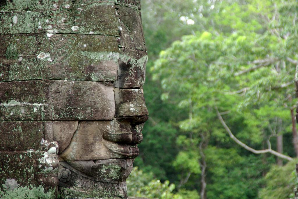 Dans l'enceinte d'Angkor Thom, le Bayon est un des sites les plus impressionnants, Cambodge