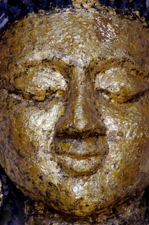 Dans de nombreux temples, il est possible d'acheter des feuilles d'or pour recouvrir les statues - Bagan