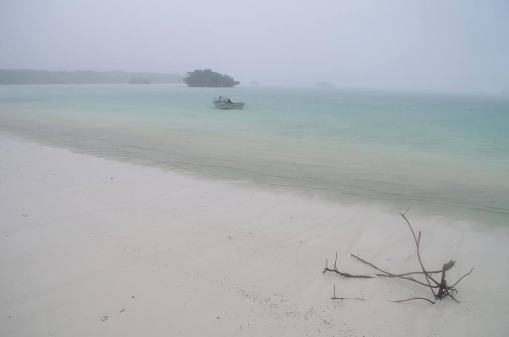 Lagon sous une pluie battante - Nouvelle-Calédonie