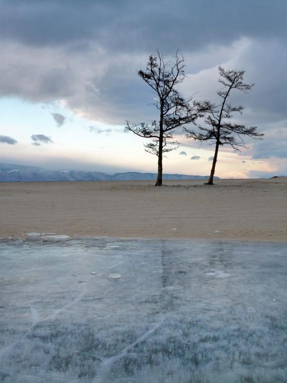 Plage gelée - Ile d'Olkhon, Russie