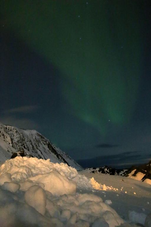 Avec un ciel souvent nuageux, photographier une aurore boréale est difficile, île de Magerøya, Laponie norvégienne