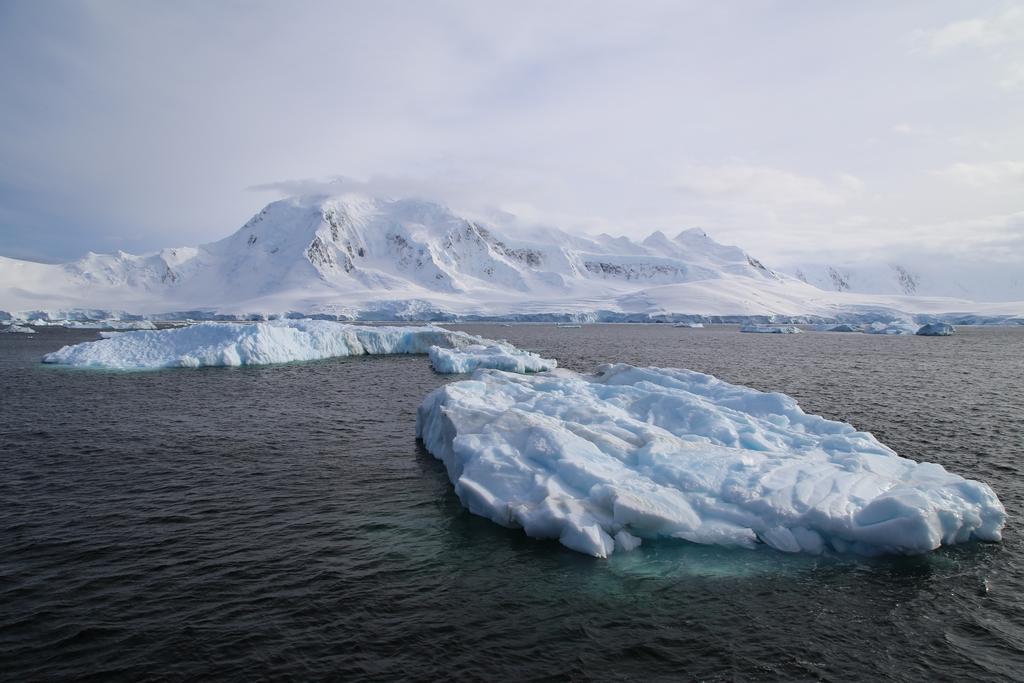 La traversée du cercle polaire se fit d'abord sous la brume puis sous un grand soleil