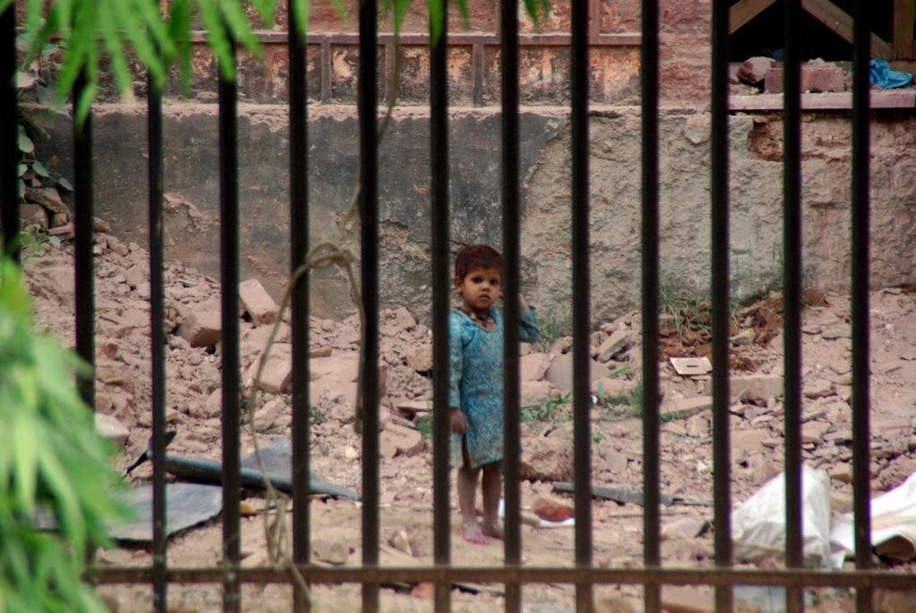 Qui regarde l'autre à travers cette grille... - New Dehli