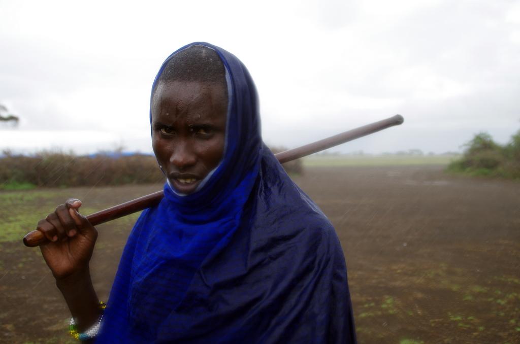 Même sous la pluie, les Masaï ont une classe naturelle