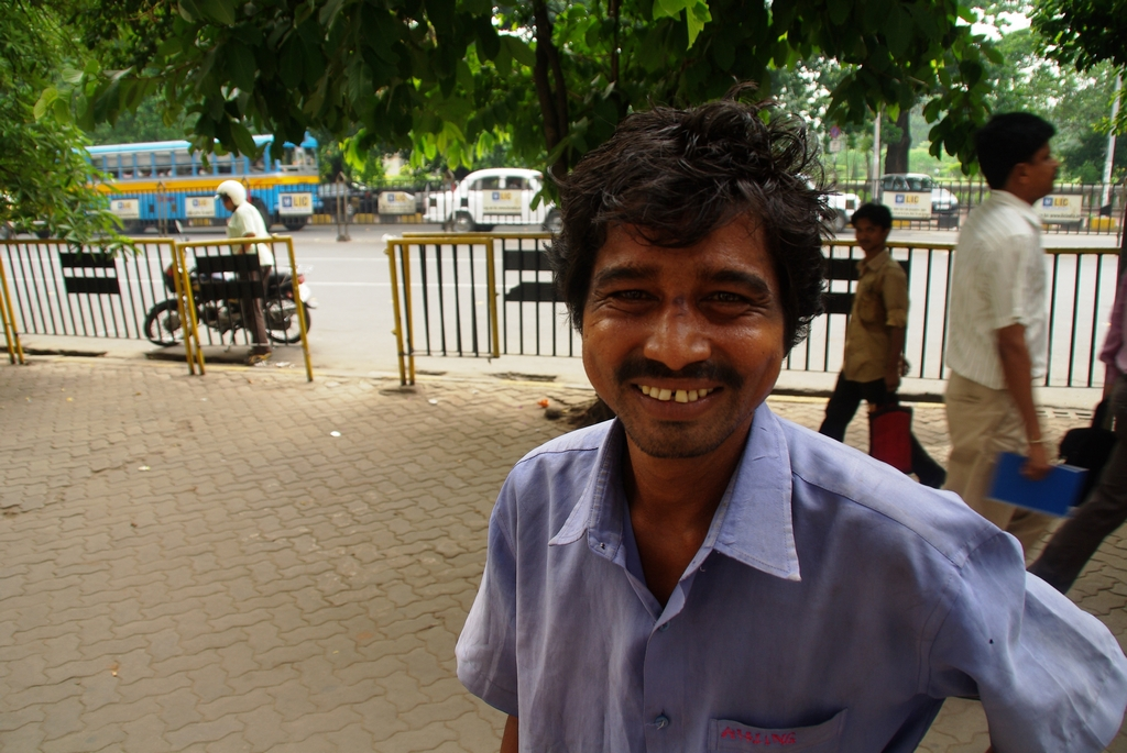 Une personne vivant sur les trottoirs de Calcutta