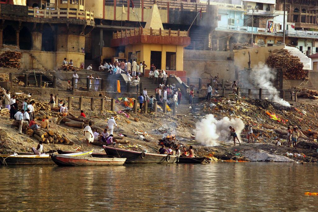 Varanasi est un haut lieu pour les rituels funéraires