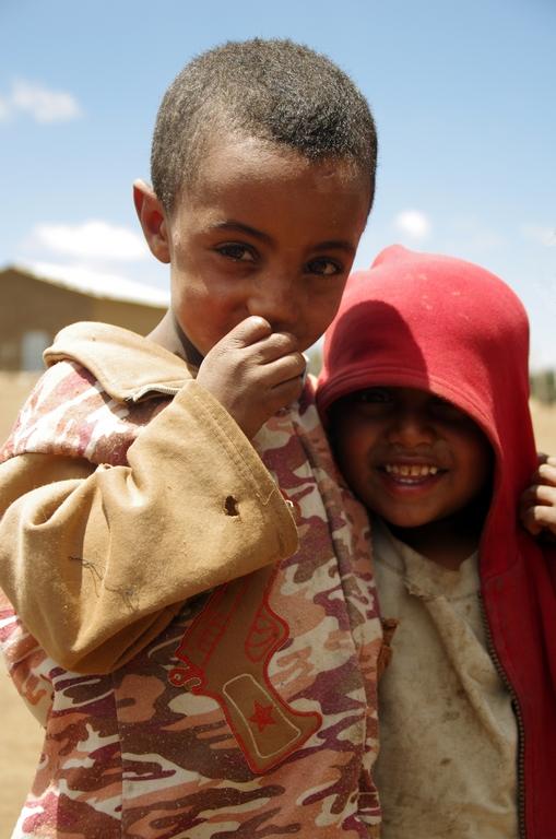 Ce sont les jeunes enfants qui s'amusent le plus à être pris en photo. Le contact est immédiat