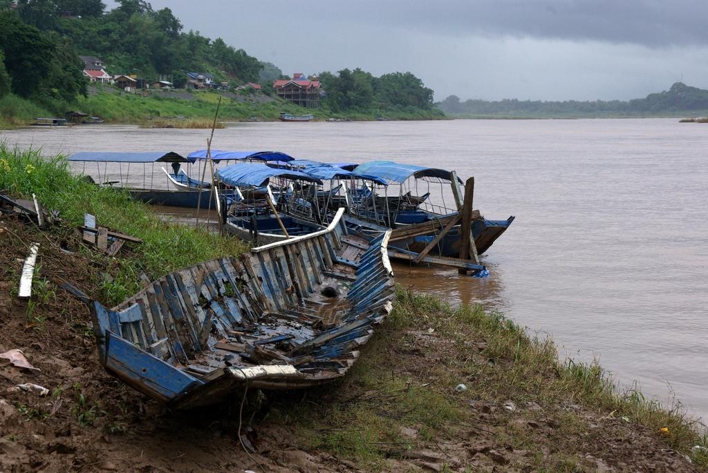 Anciennes barques, Ban Houayxay, Laos