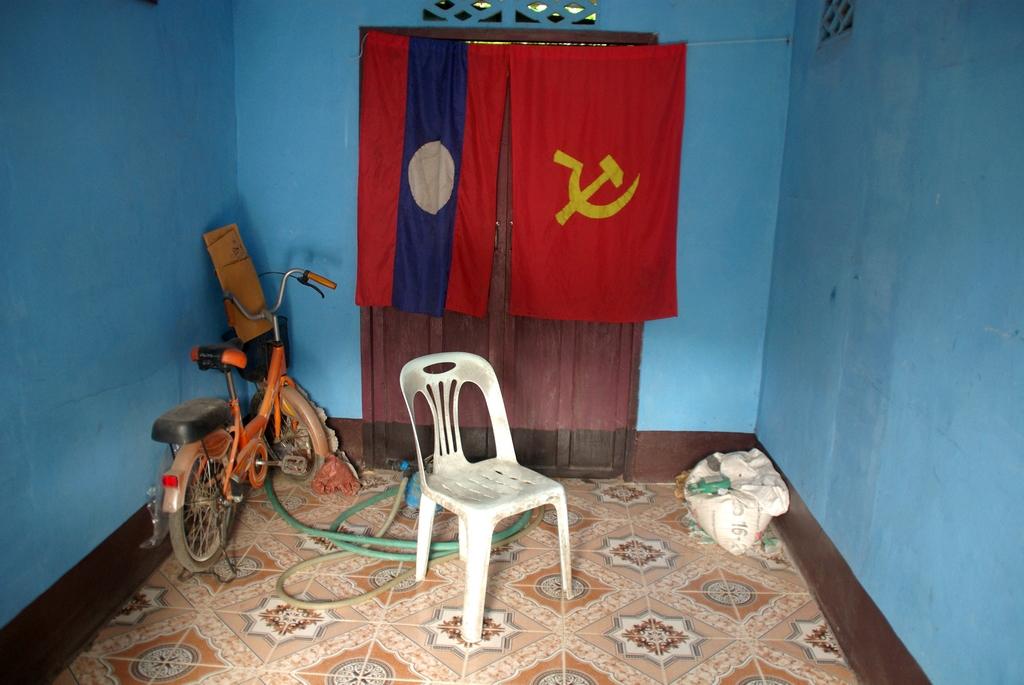 Les drapeaux communistes sont nombreux au Laos