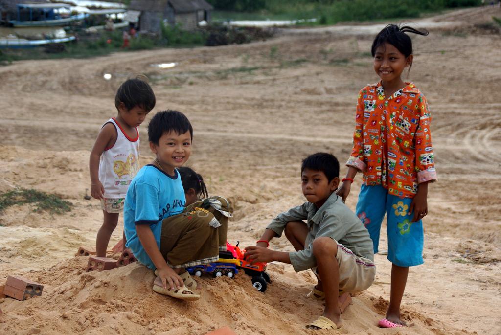 Enfants des rives du Tonlé Sap