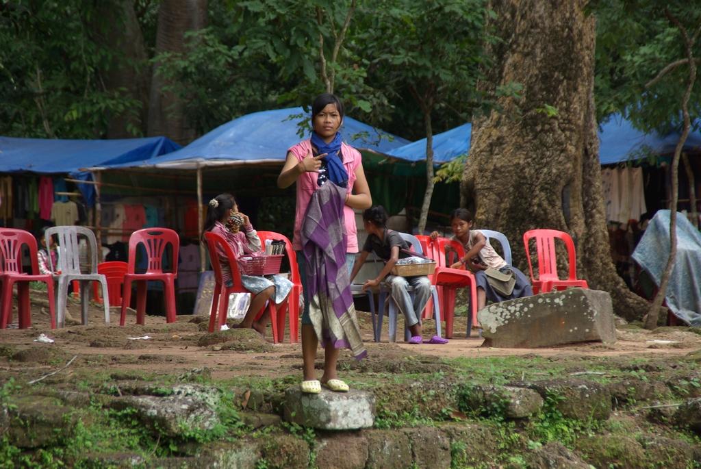Jeune vendeuse, Cambodge