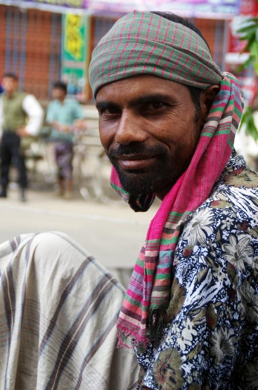 Conducteur de rickshaw dans les embouteillages - Dhaka