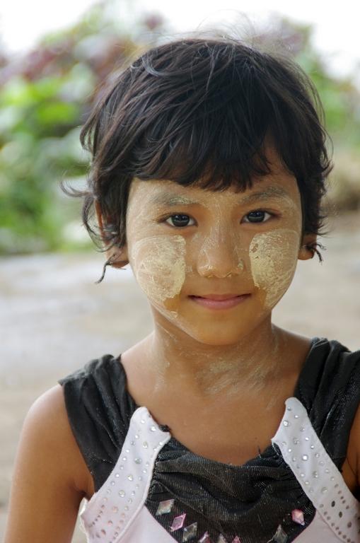 Jeune fille au tanaka - Rangoon