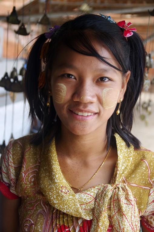 Jeune vendeuse - Birmanie