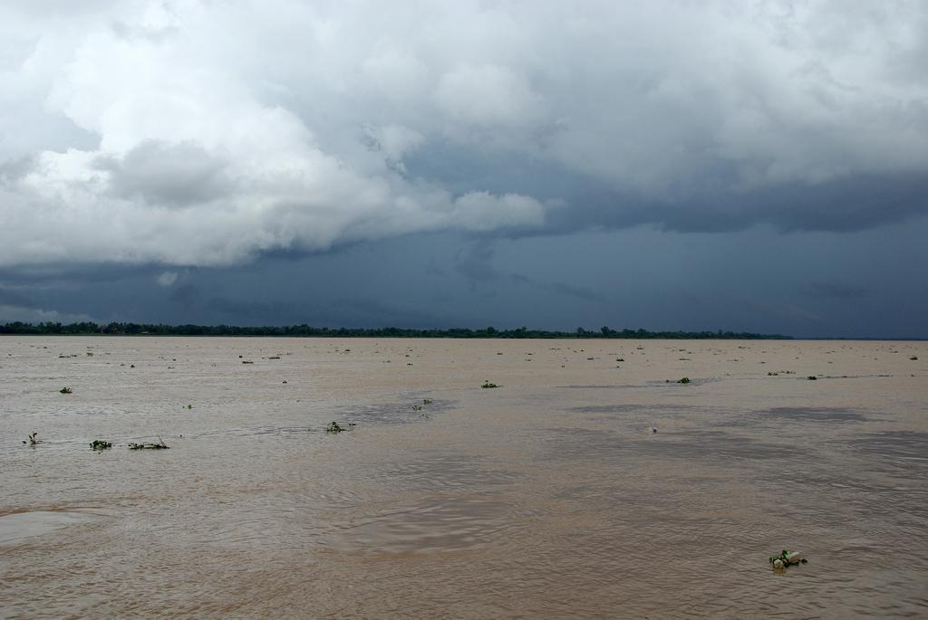 La mousson arrive sur les rives du Mékong - Laos
