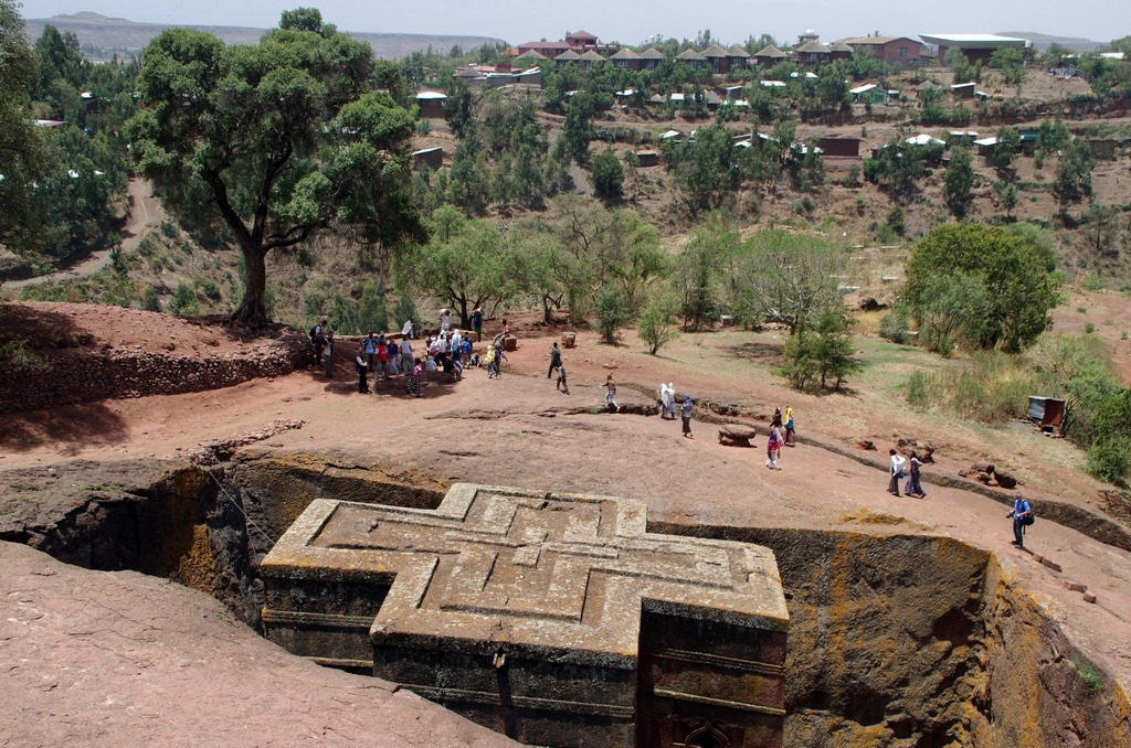 L'Eglise St Georges a été creusée dans le sol, sur 12 mètres environ - Lalibela, Ethiopie