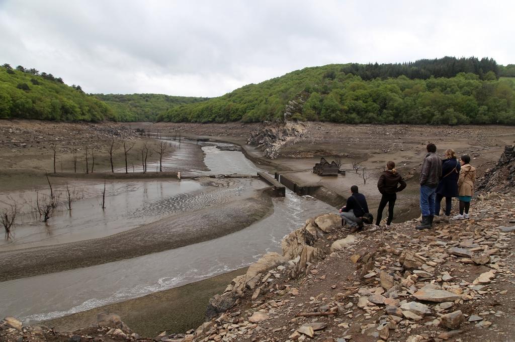 Vidange du lac EDF de Guerledan - France