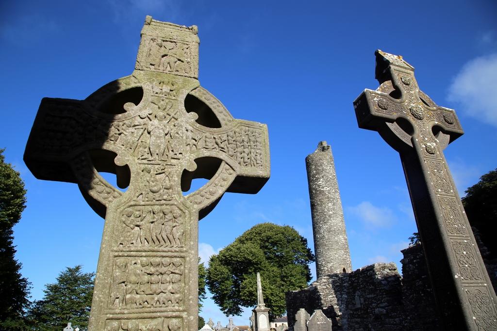 Deux des plus anciennes croix du pays, Monasterboice - Irlande