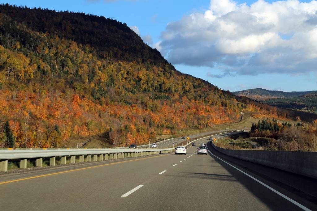 Avec l'automne, le seul fait de se balader en voiture permet de découvrir de superbes couleurs - Québec