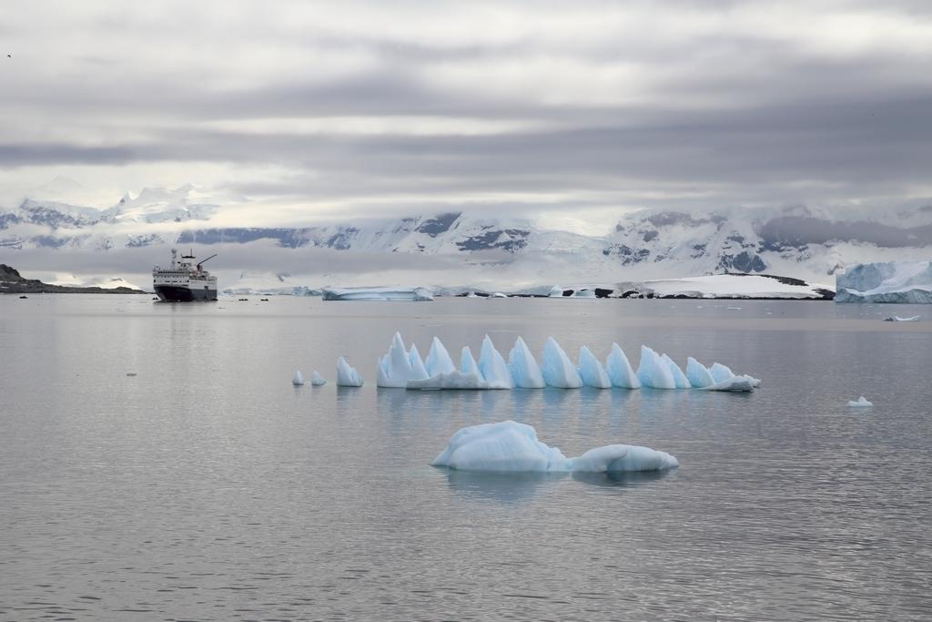 On croise parfois des navires de croisière au Nord de l'Antarctique
