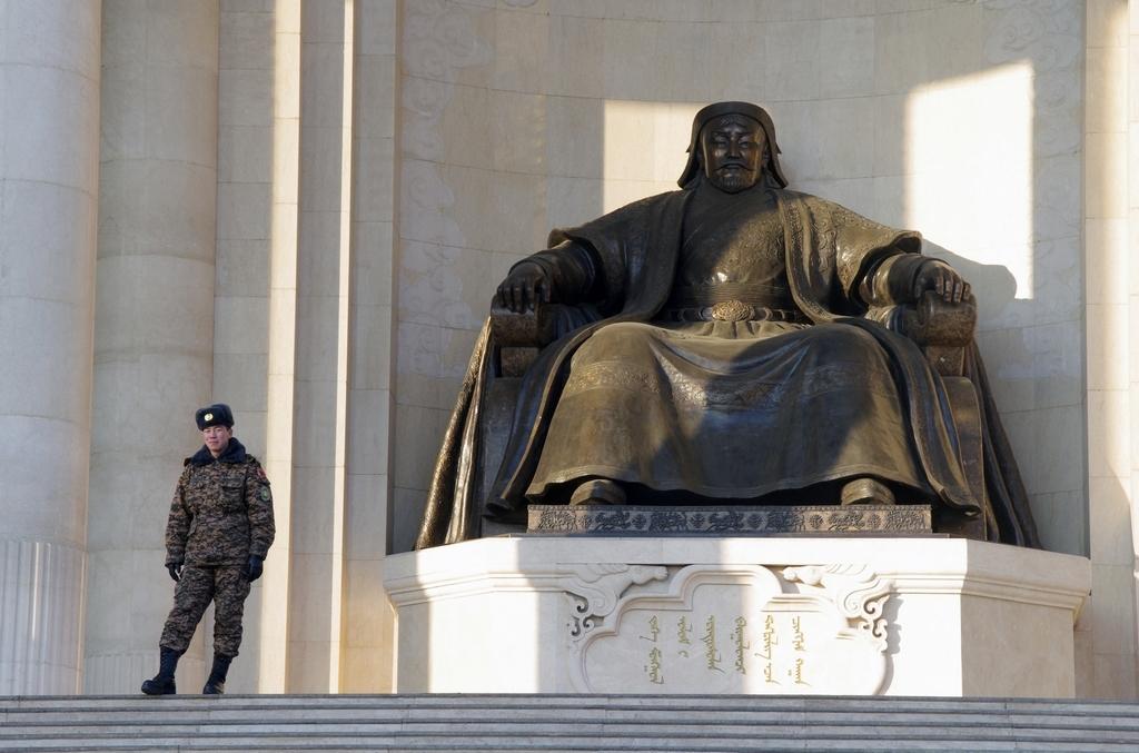 Genghis Khan reste la figure emblématique de la Mongolie. Sa statue trone littérallement sur la place centrale de la capitale