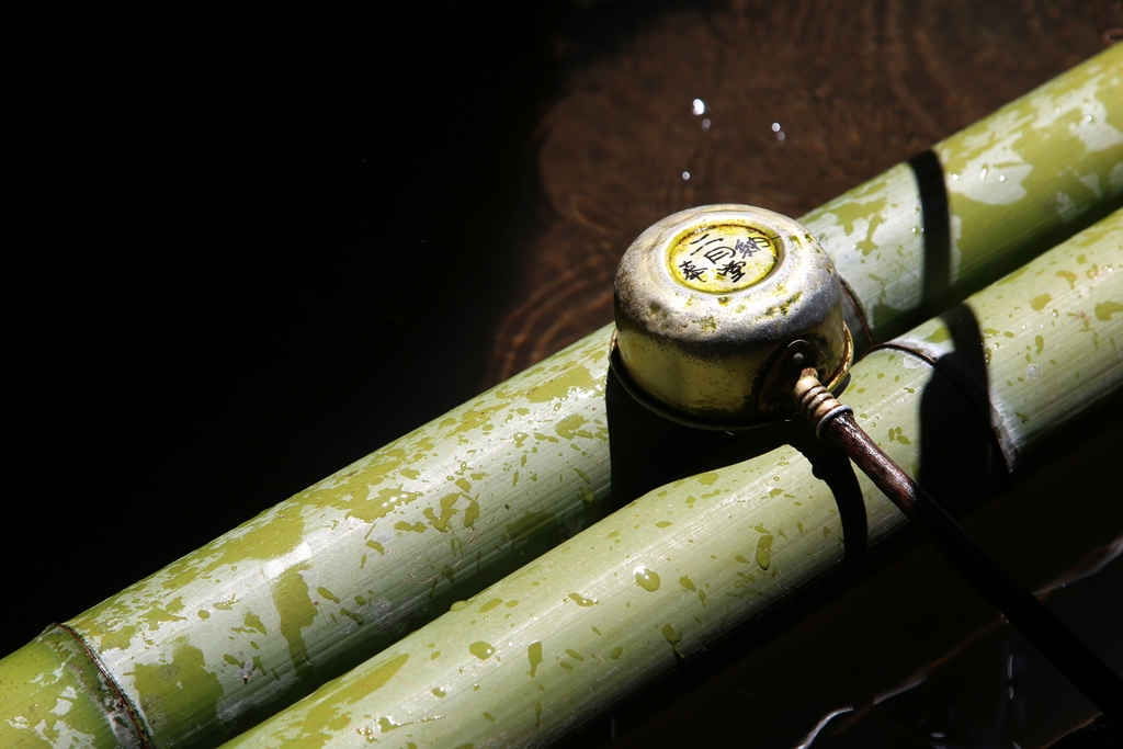 Nécessaire de purification, aux abords d'un temple - Nara